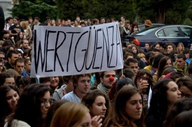 Un momento de la manifestación convocada por el Sindicato de Estudiantes en Oviedo. Fotografía de Pablo Gómez