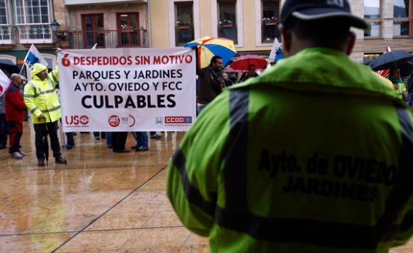 Un momento de la protesta de los empleados de Parques y Jardines de Oviedo. Imagen de Pablo Lorenzana