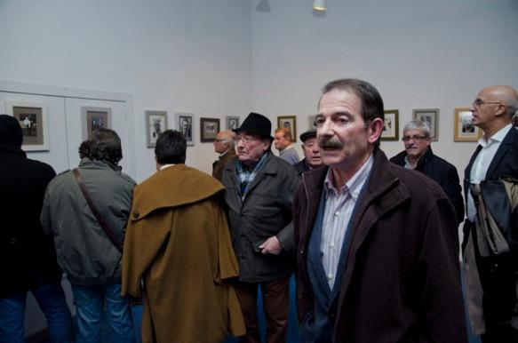 Exposición de fotos de guerrilleros. En la foto, Gerardo Iglesias. Imagen de Pablo Gómez