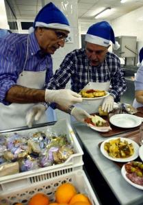 Voluntarios trabajando codo con codo. Fotografía de Pablo Lorenzana.