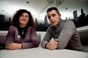 Alfon junto a su madre, Elena. Fotografía de Pablo Gómez.