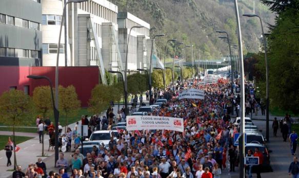 La manifestación, a su comienzo en el Campus de Mieres. Imagen de Pablo Lorenzana