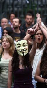 Una chica con una máscara de Guy Fawkes. Imagen de Pablo Lorenzana