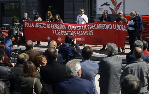 Javier Bauluz, durante la lectura del manifiesto. Imagen de Pablo Lorenzana