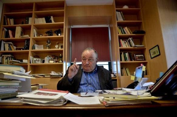 Bernaldo de Quirós, en su despacho. Imagen de Pablo Gómez