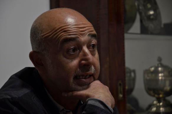 Roberto Ardura, ayer en su despacho del Hermanos Antuña. Imagen de Pablo Gómez