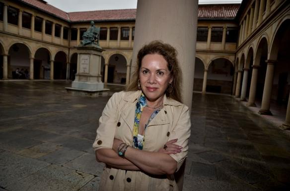 Susana Rivera, en el Edificio Histórico de la Universidad de Oviedo. Imagen de Pablo Gómez