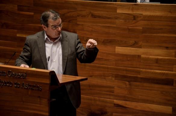 Ángel González, en un momento del Debate sobre el Estado de la Región. Imagen de Pablo Gómez