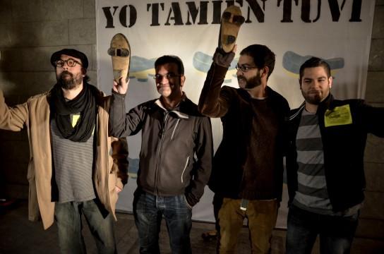 Cuatro de los cinco imputados posan en el photocall. Fotografía de Pablo Gómez.